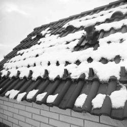 Protisněhová zábrana ve střeše